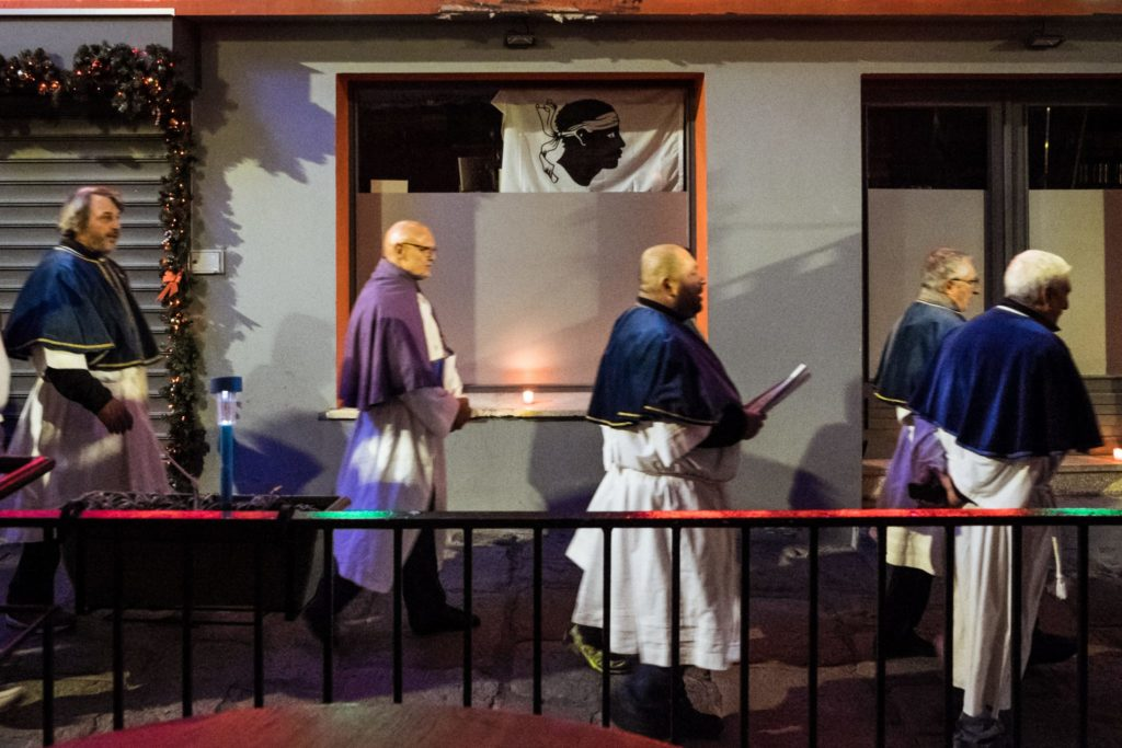 """Am 8. Dezember wird die Mariens Unbefleckte Empfängnis mit einer religiösen Prozession gefeiert. Dies ist auch der korsische Nationalfeiertag (""""Festa di a Nazione"""")."""